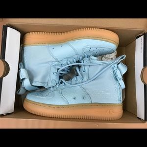 NEW! NIKE AIR FORCE 1 MID